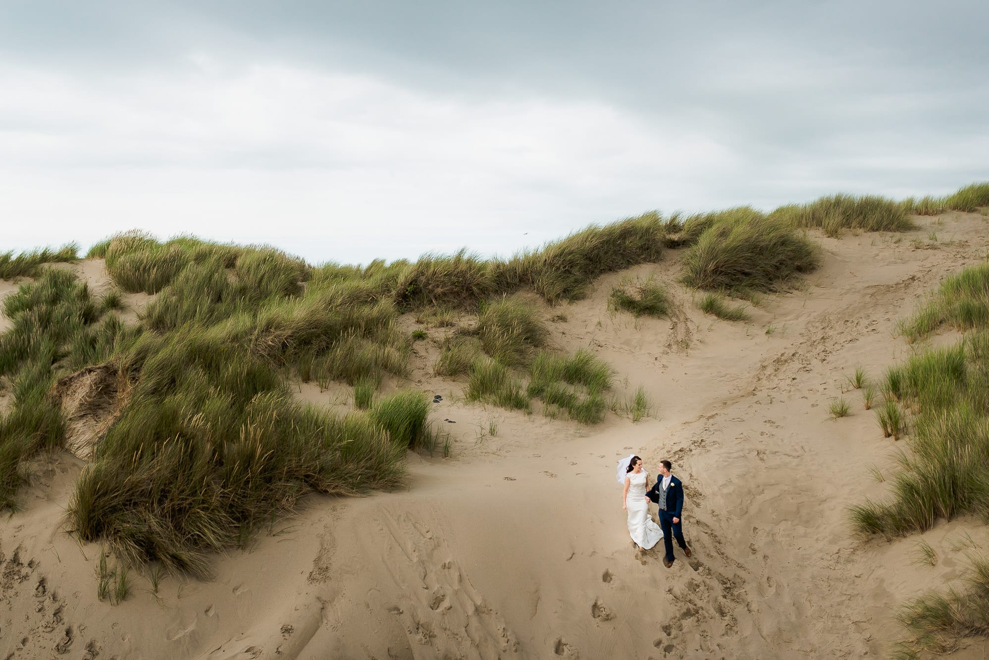 couple walking in ynyslas