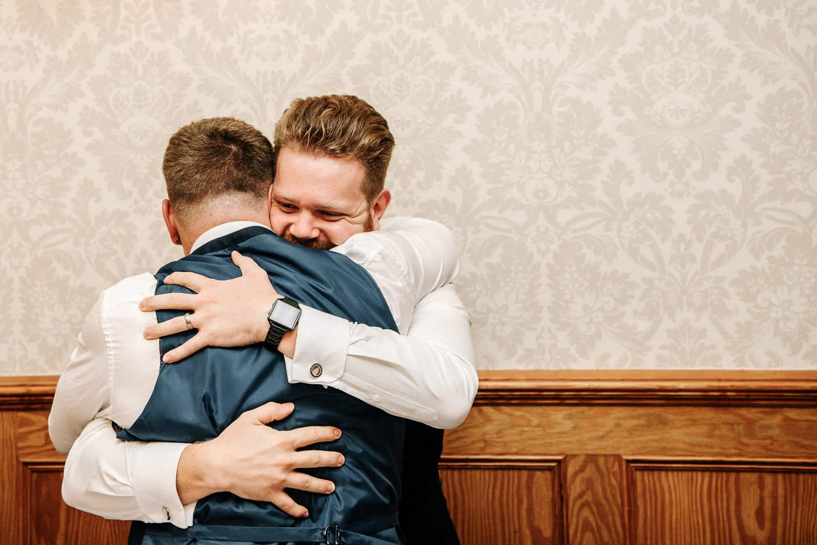groom and best man hugging