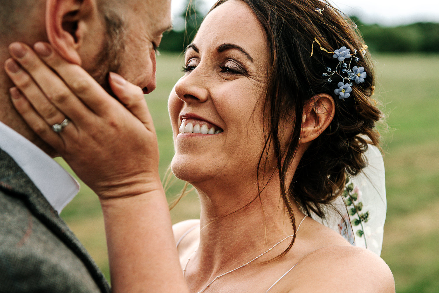 Bride holding grooms face