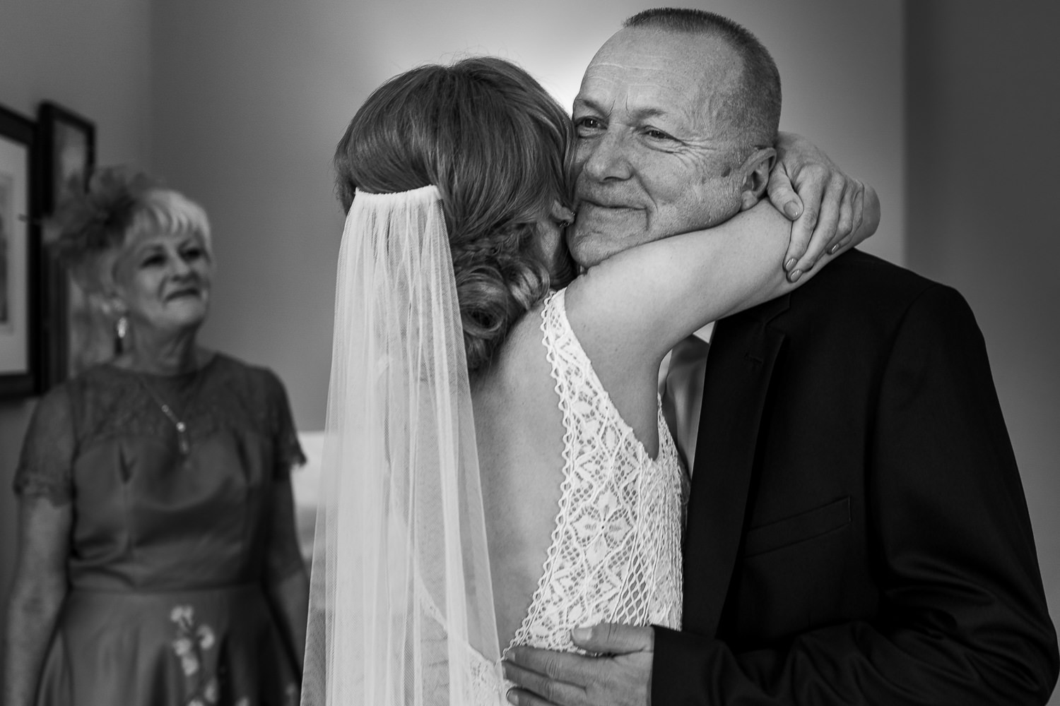 bride hugging her dad before getting married at Pryors hayes