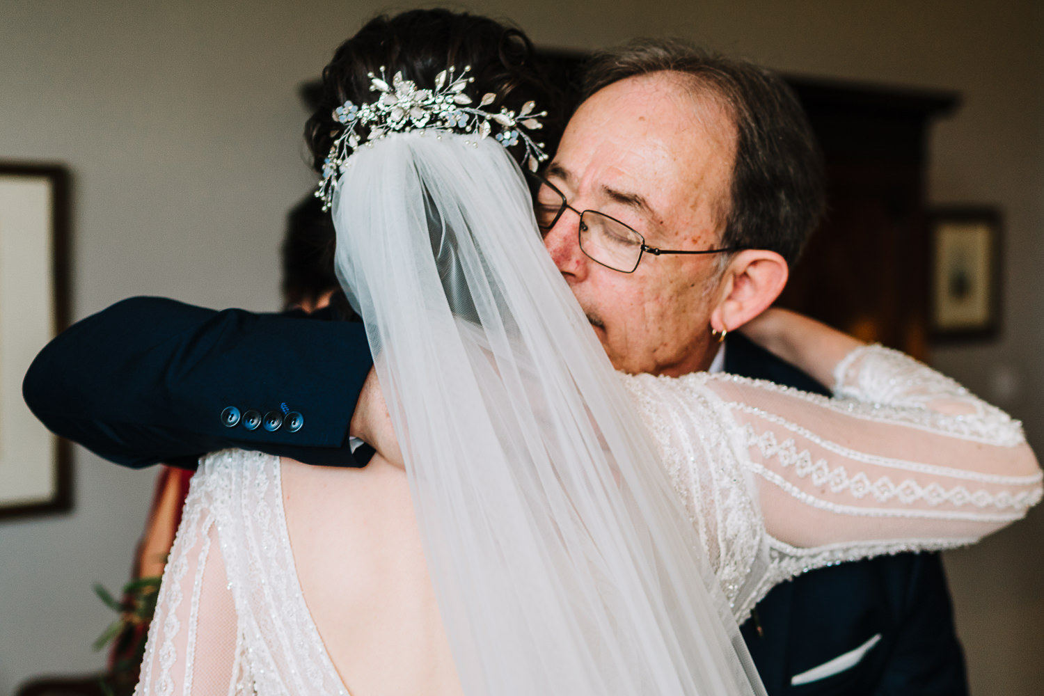 bride hugging her dad