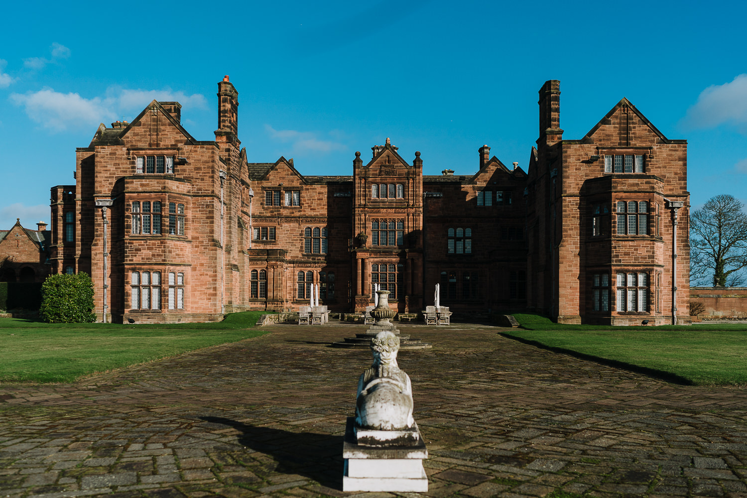 Photo of Thornton Manor in the sun