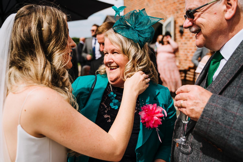 Bride hugging her Aunty